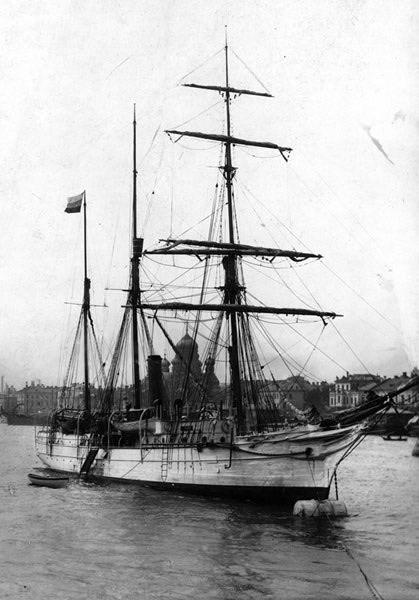 Лето 1912 года. «Св. Анна» у Николаевского моста в Петербурге