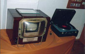 Вещание в новом стандарте с разверткой 625 строк осуществляется...  Фото 14.  Телевизор КВН - 1949 год.